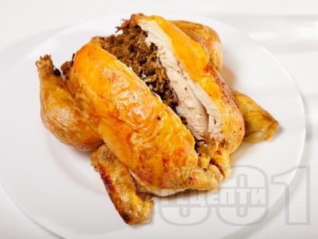Пълнено пиле с ориз и дробчета на фурна - снимка на рецептата
